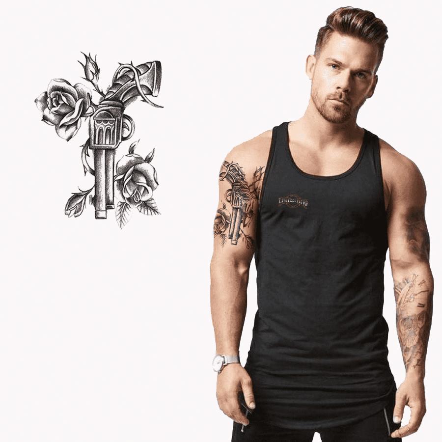 Ajutine-vesi-tattoo-revolver-ja-roosid